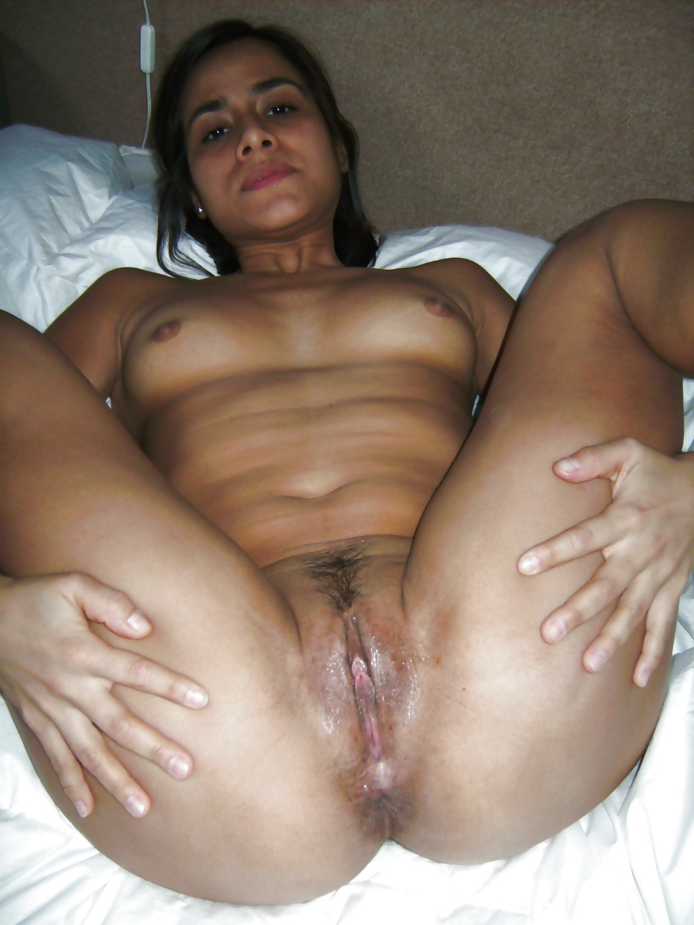 Desi pussy open wide — photo 1