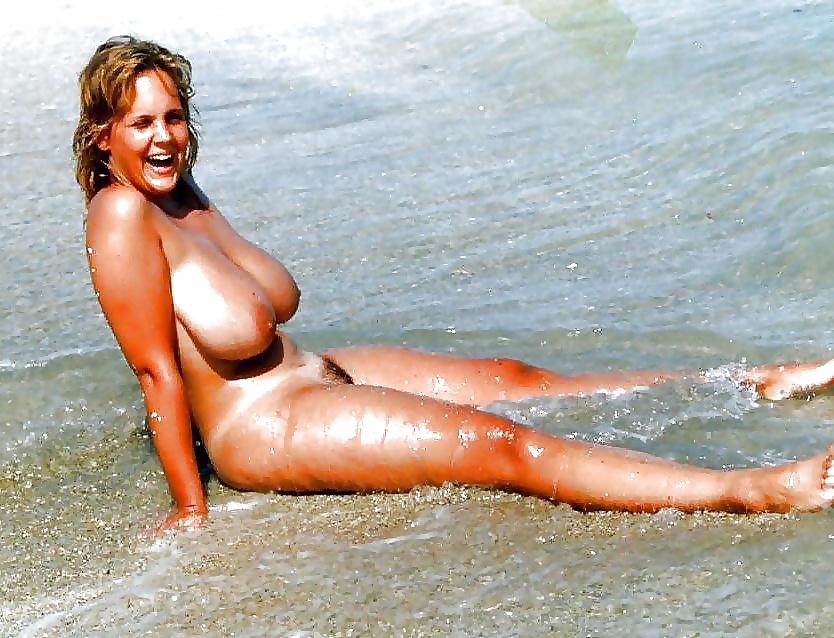 Busty moms on the beach — photo 12