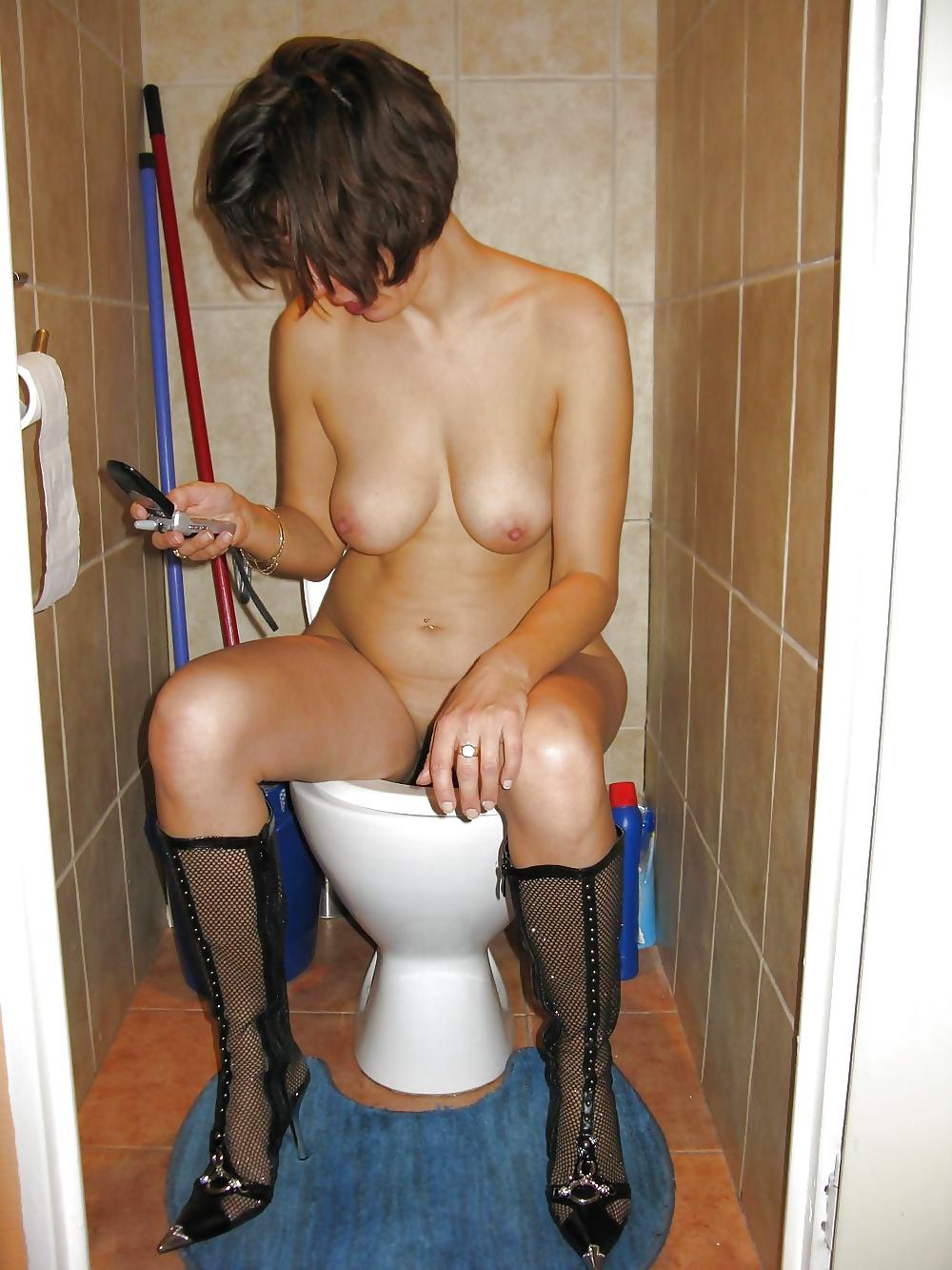 Эротика в туалете фото, общажные порно фото смотреть
