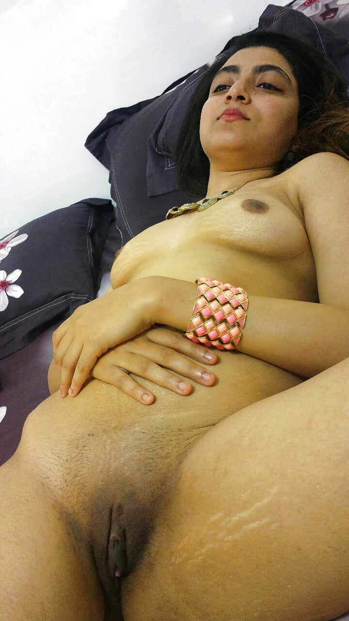 Desi Girl Saveera