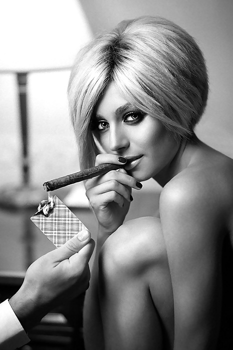 sexy-cigar-woman-melayu-topeless-girls