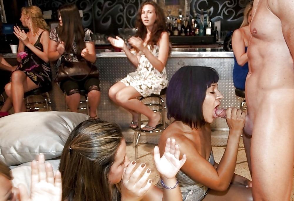 мамочки сосут в ночном клубе - 6