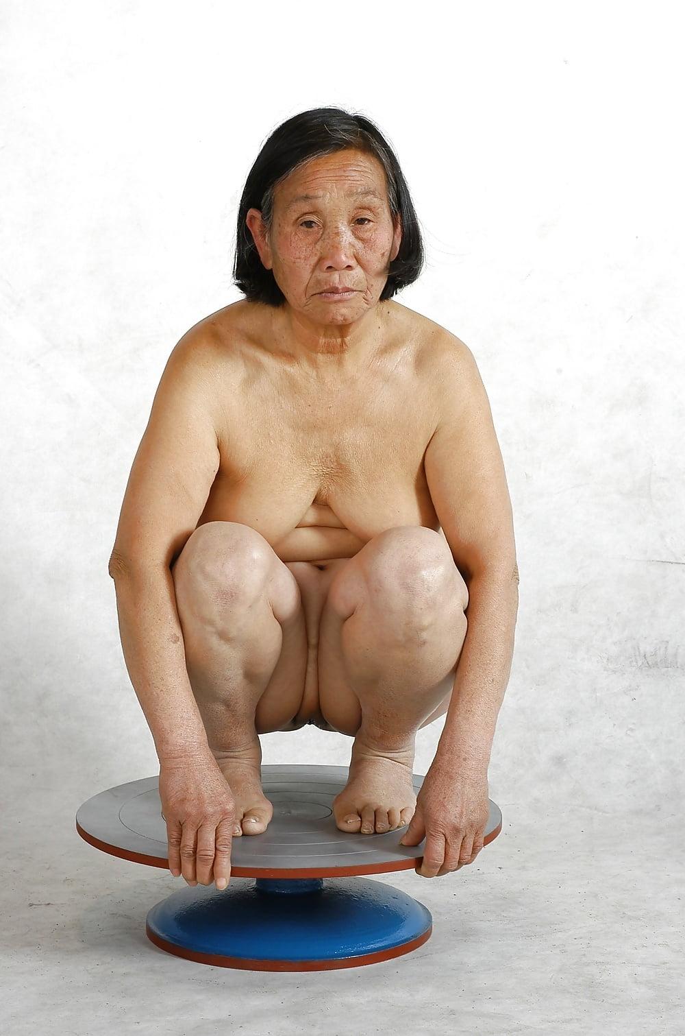 asian-granny-posing-nude
