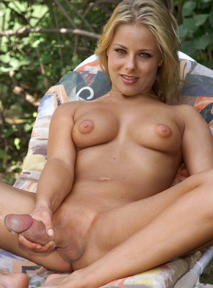 девушки с членом секс онлайн таким лезвием