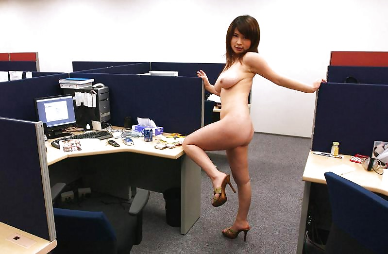 nude-office-chick