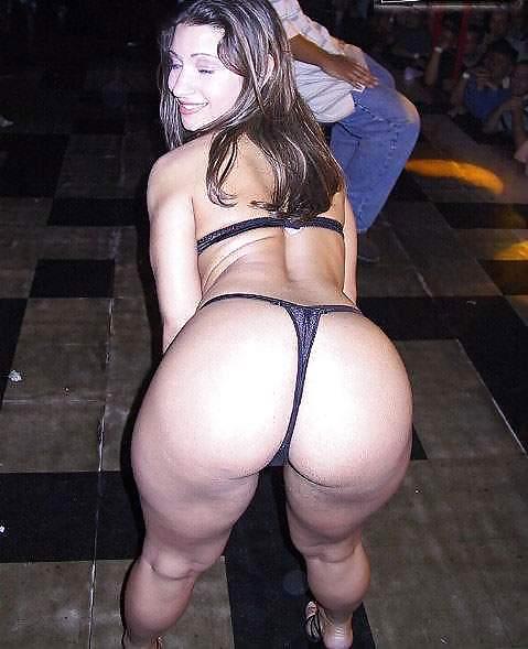 Phat latina milf ass in thong