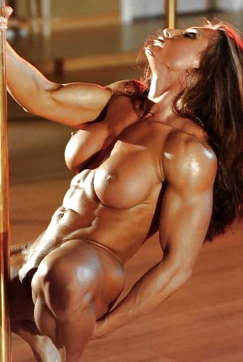 naked-sexy-body-builders-oiling-up