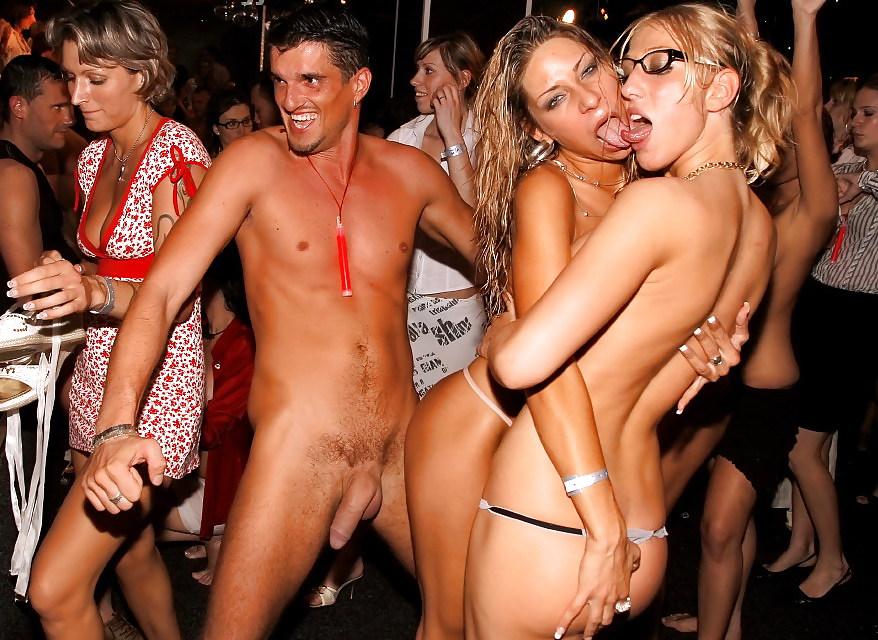 Корпоративная вечеринка со стриптизером порно, смотреть страпон и предметы для ануса