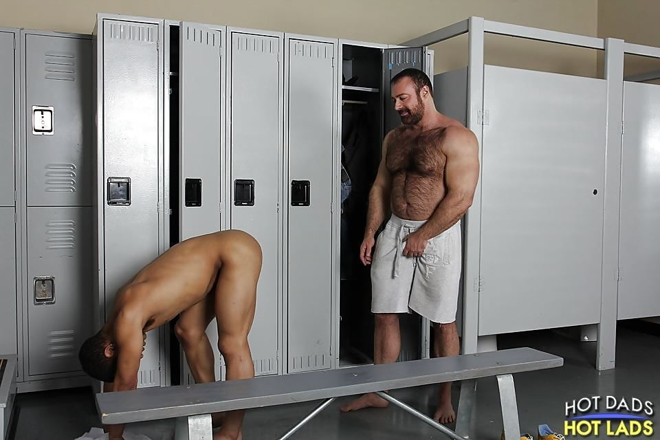 Gym coach shower fuck — photo 5
