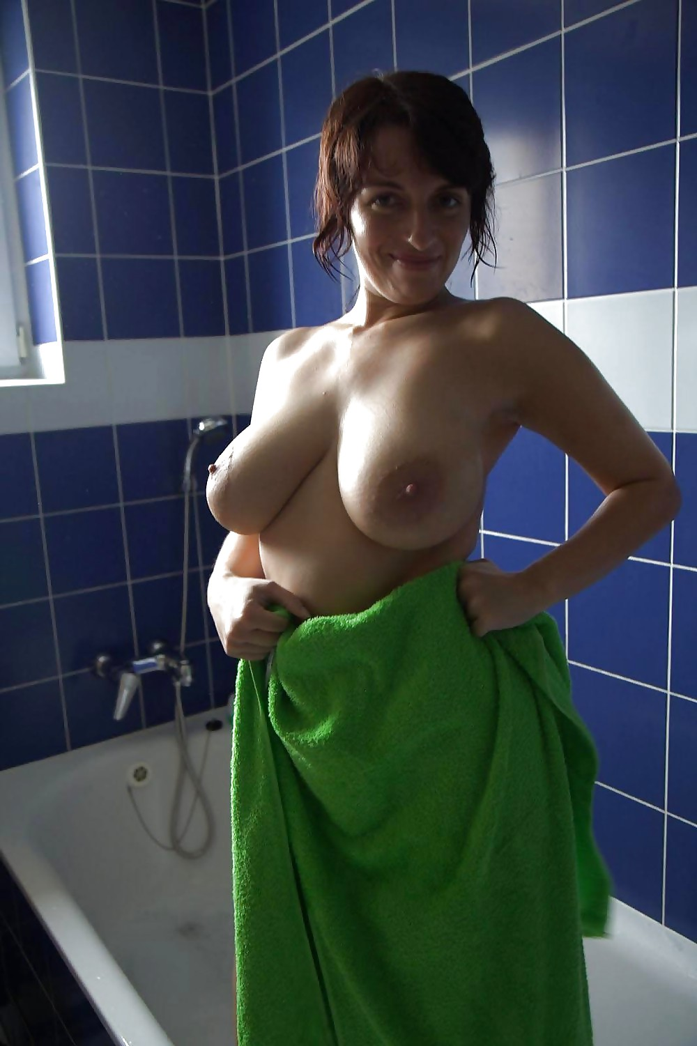nude-women-in-bath-towels-miranda-janine-fucking