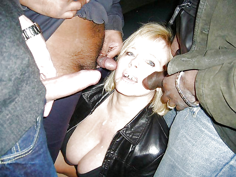Kinky blonde wife giving hubby blowjob in public park