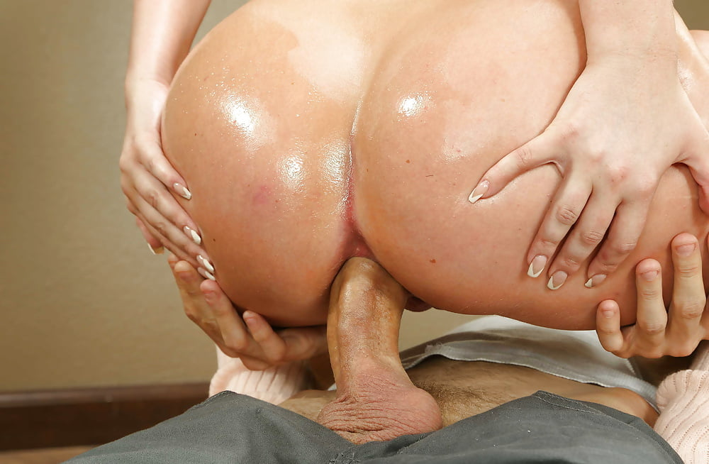 Bubble butt anal slut