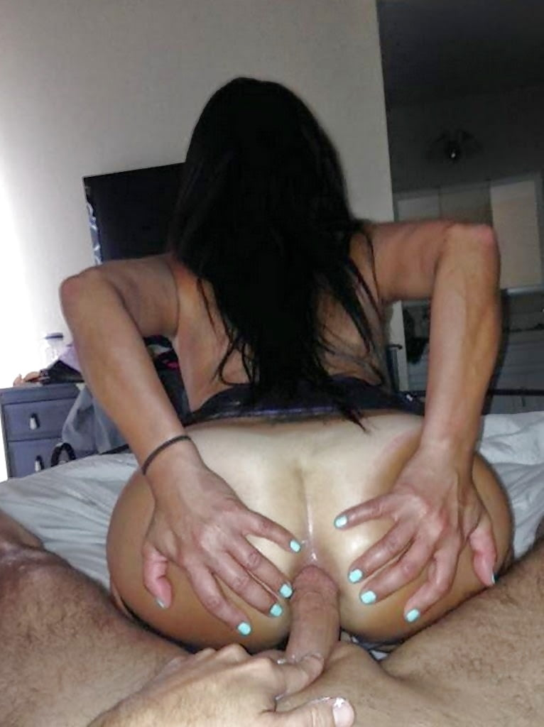Brunette mumsy homemade anal