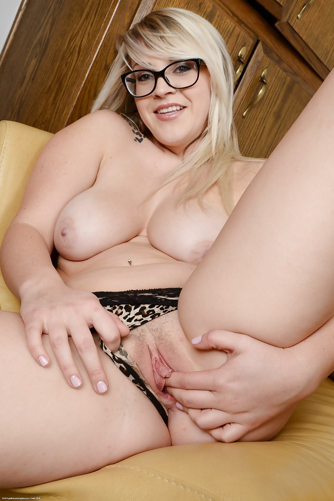 rebel-wilson-in-porn-porno-virgine-shoe