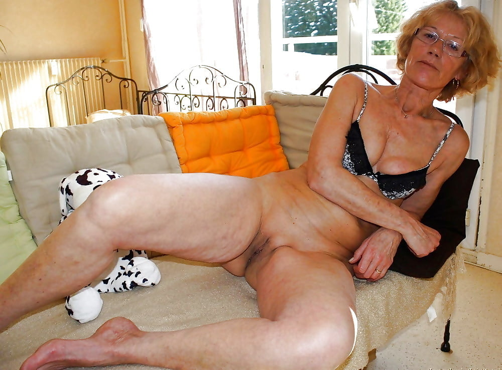 Very Old Naked Granny Masturbating Nude Girls Pictures