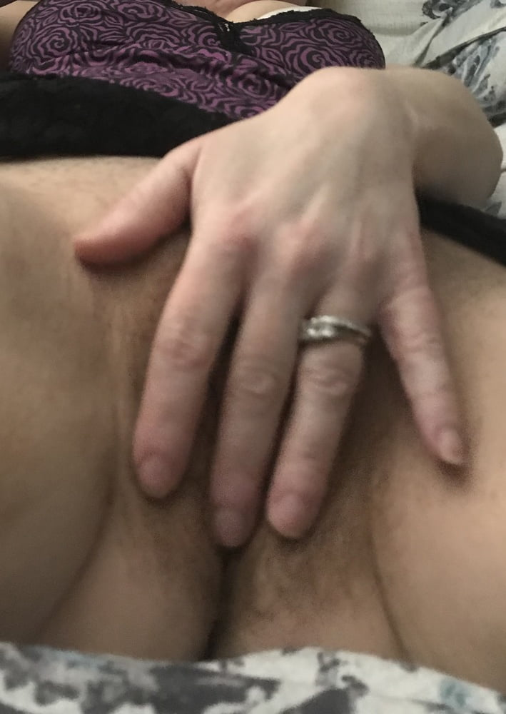 Fingering My Hairy Pussy Close Up American Milf 25
