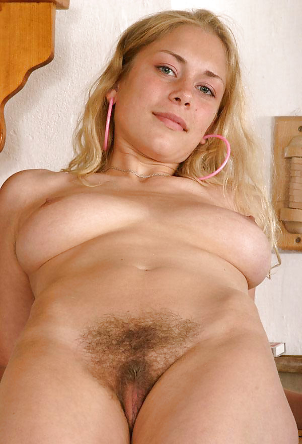 Nude hairy blonde pussy