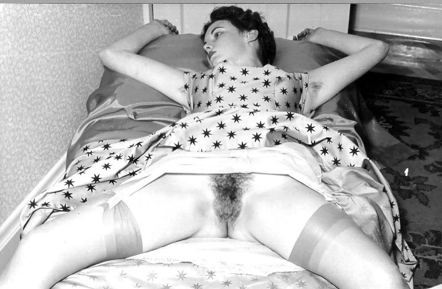 Порно фото винтаж в панталонах, девушки на поляне голые видео