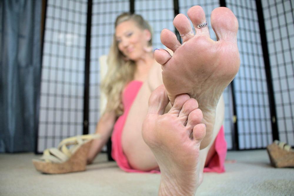Bitta VonSweet FootFetish and Stockings - 10 Pics