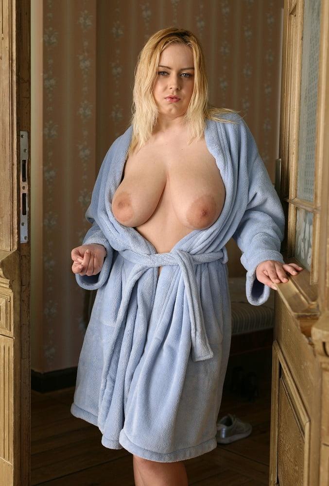 Голая под халатом