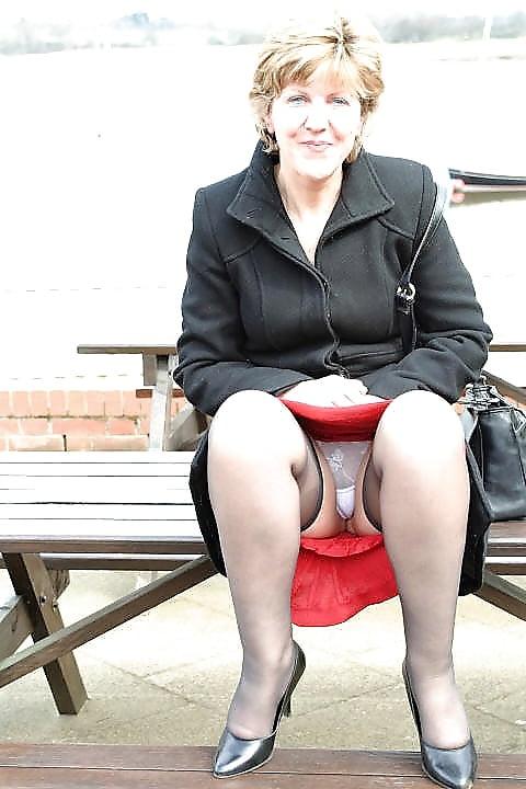 English Mature Sara Upskirt