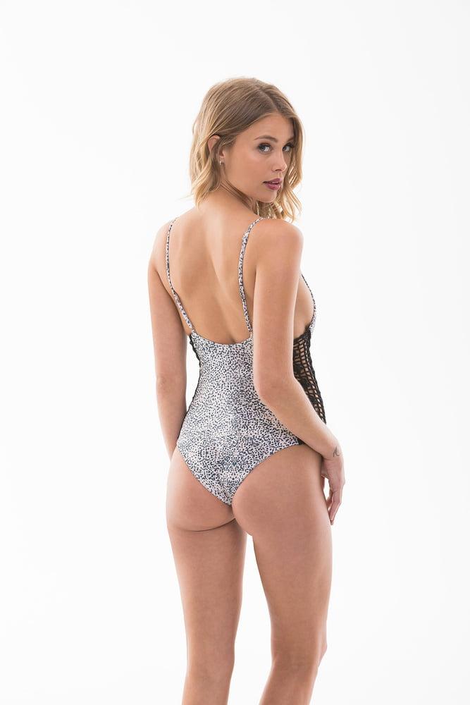 Allie Leggett - 19 Pics