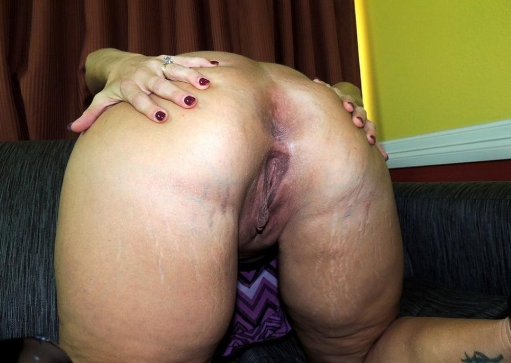 Exposed big ass webslut wife Kloe - 33 Pics
