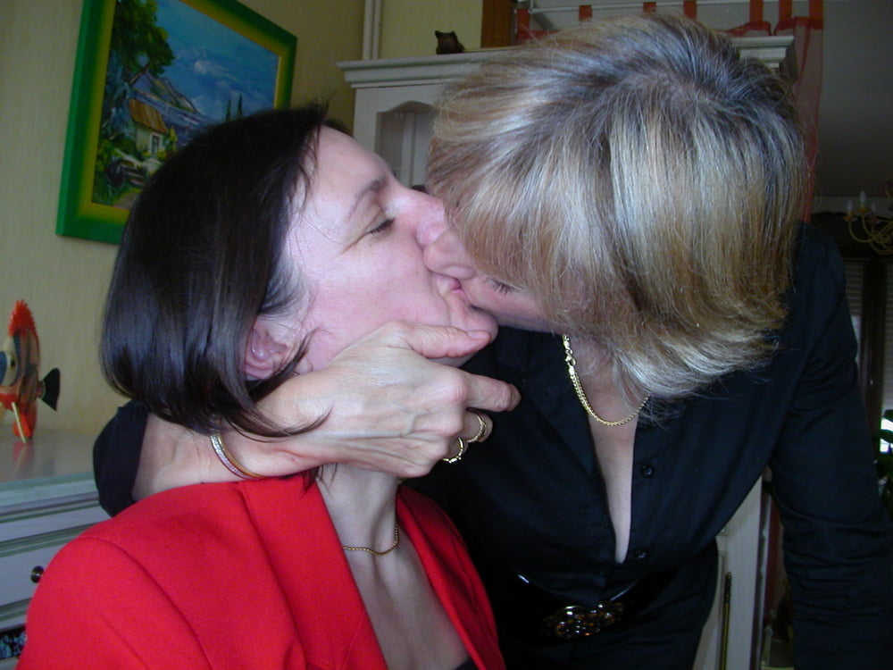 Women kissing girls