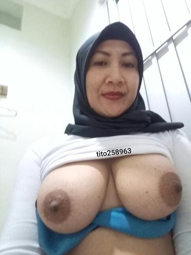 Malaysia Tudung Girl Horny Nude On Cam