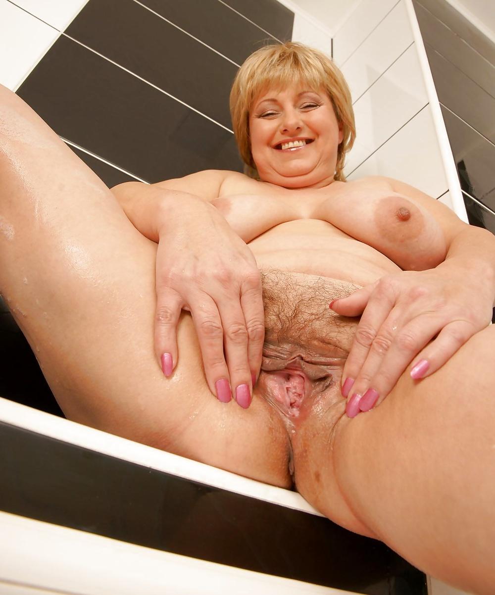 Mama loves pussy