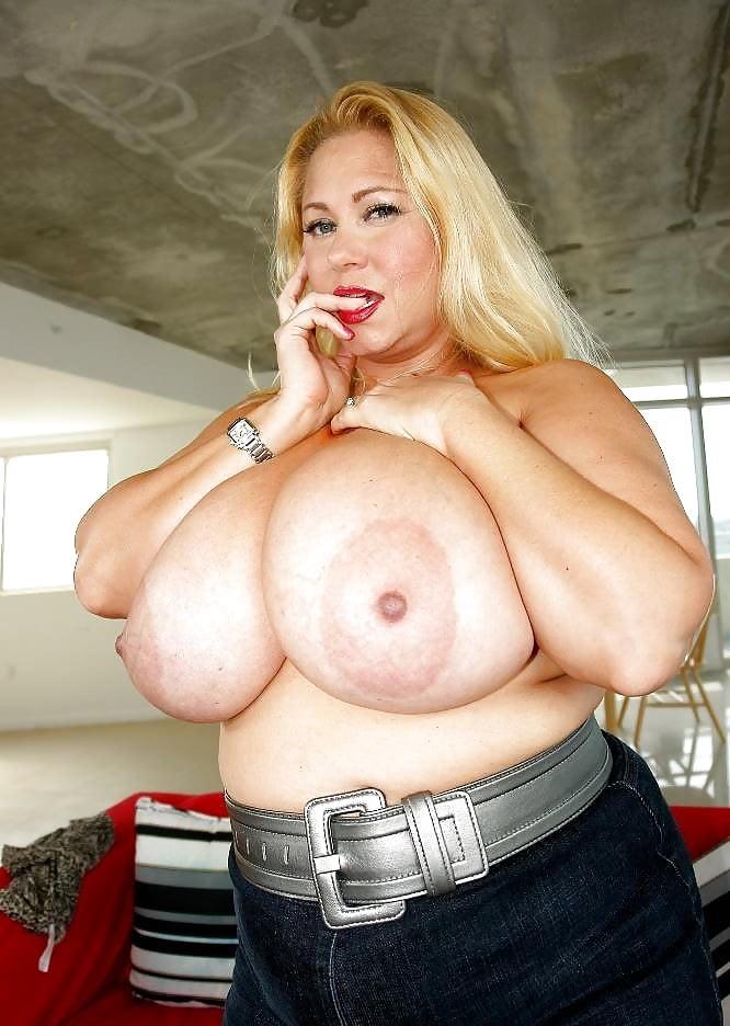 British Bbw Milf Samantha Sanders Exposes Her Huge Boobs