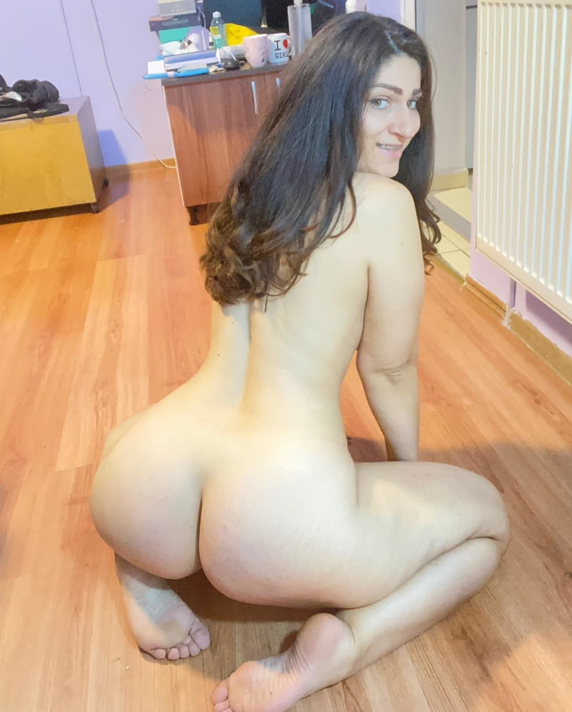 Thick Young Horny Wife Roxy - 58 Pics