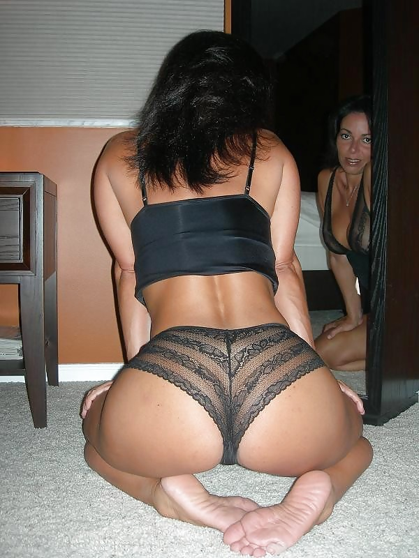 pussy-online-cougar-in-thong-nude-women-sex-pics