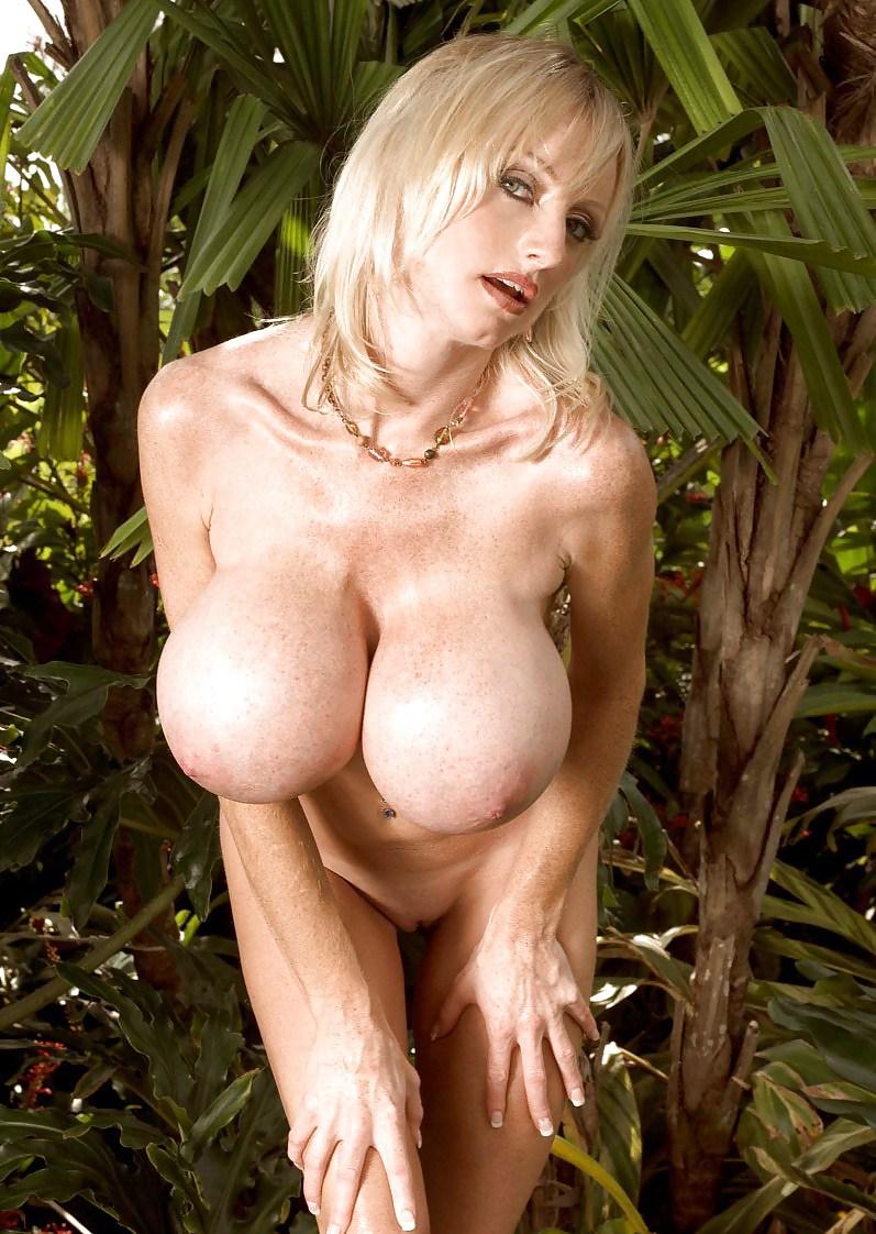 Huge busty Milf Morgan Leigh How To Stuff a Monokini - 16 ...