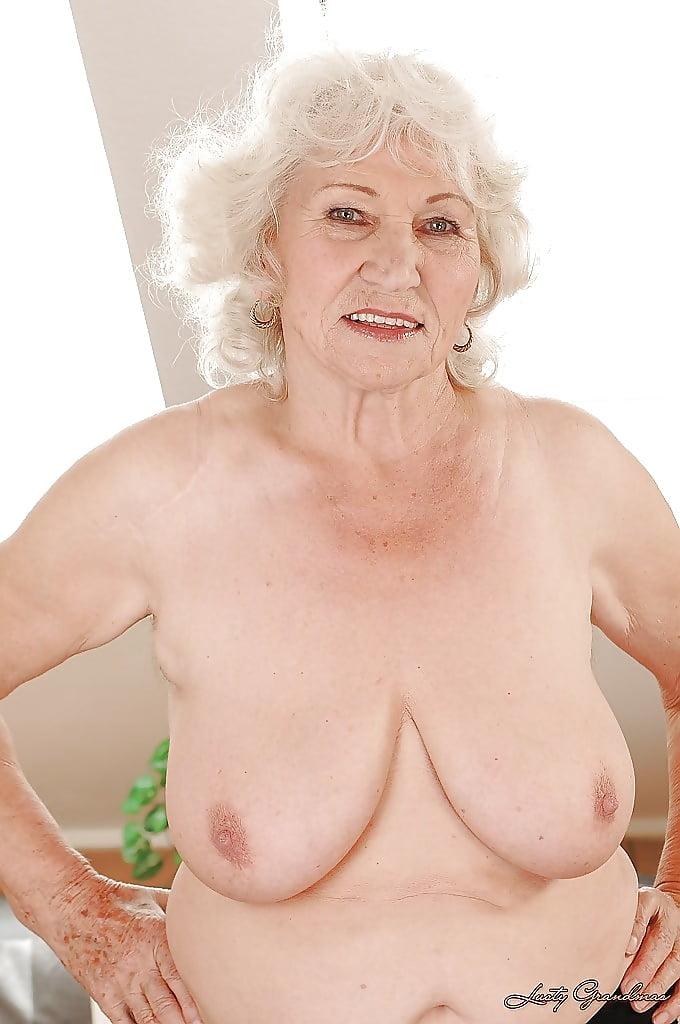 это старые женщины раздеваются девушки яркой