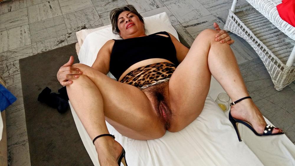 Mature whore - 11 Pics