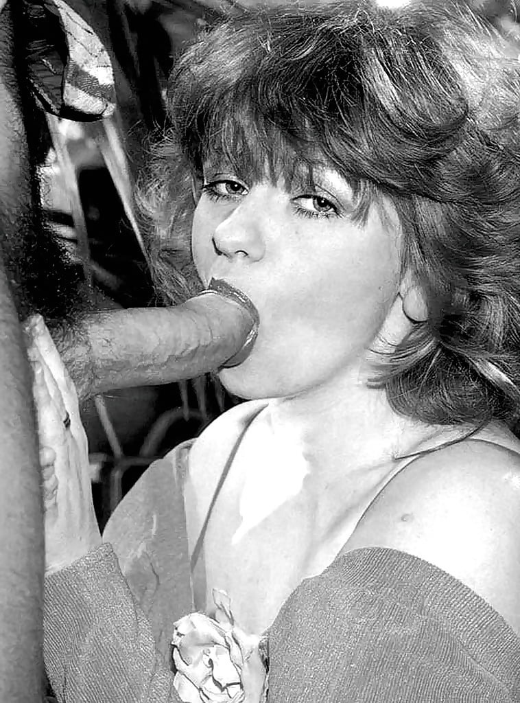 rodox-retro-action-blow-job-naked-girls-at-home