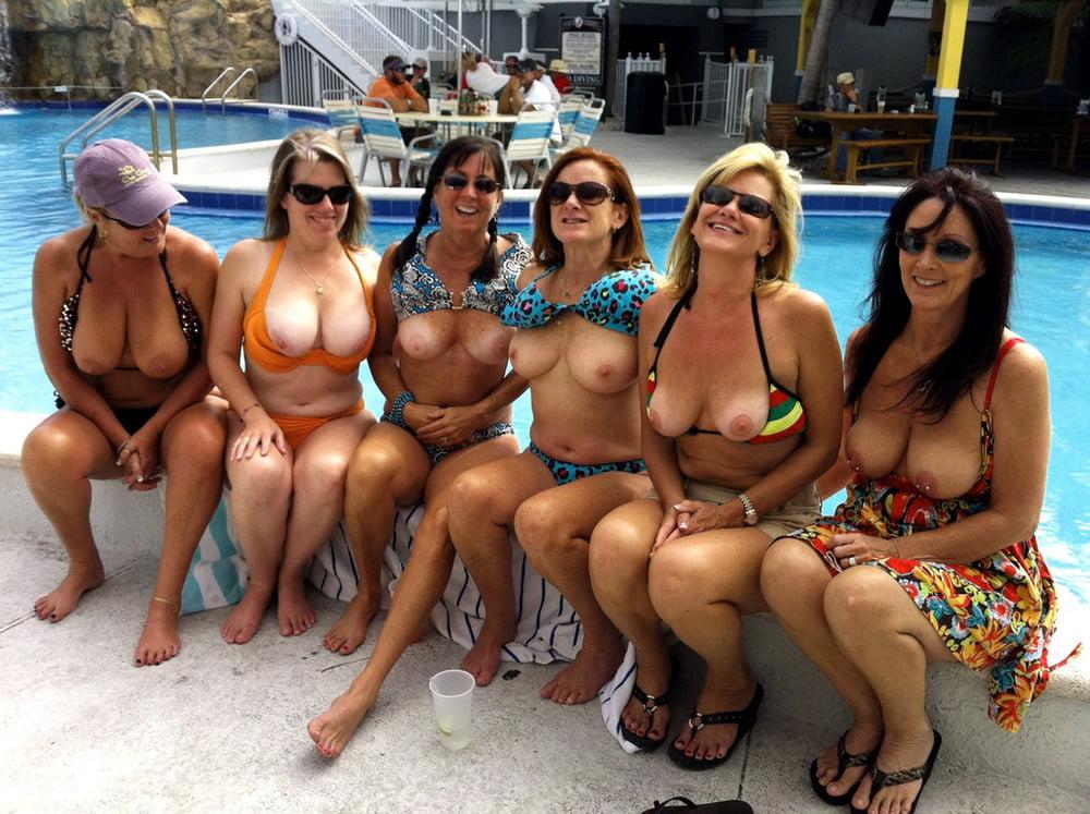 Amateurs wife group flashing