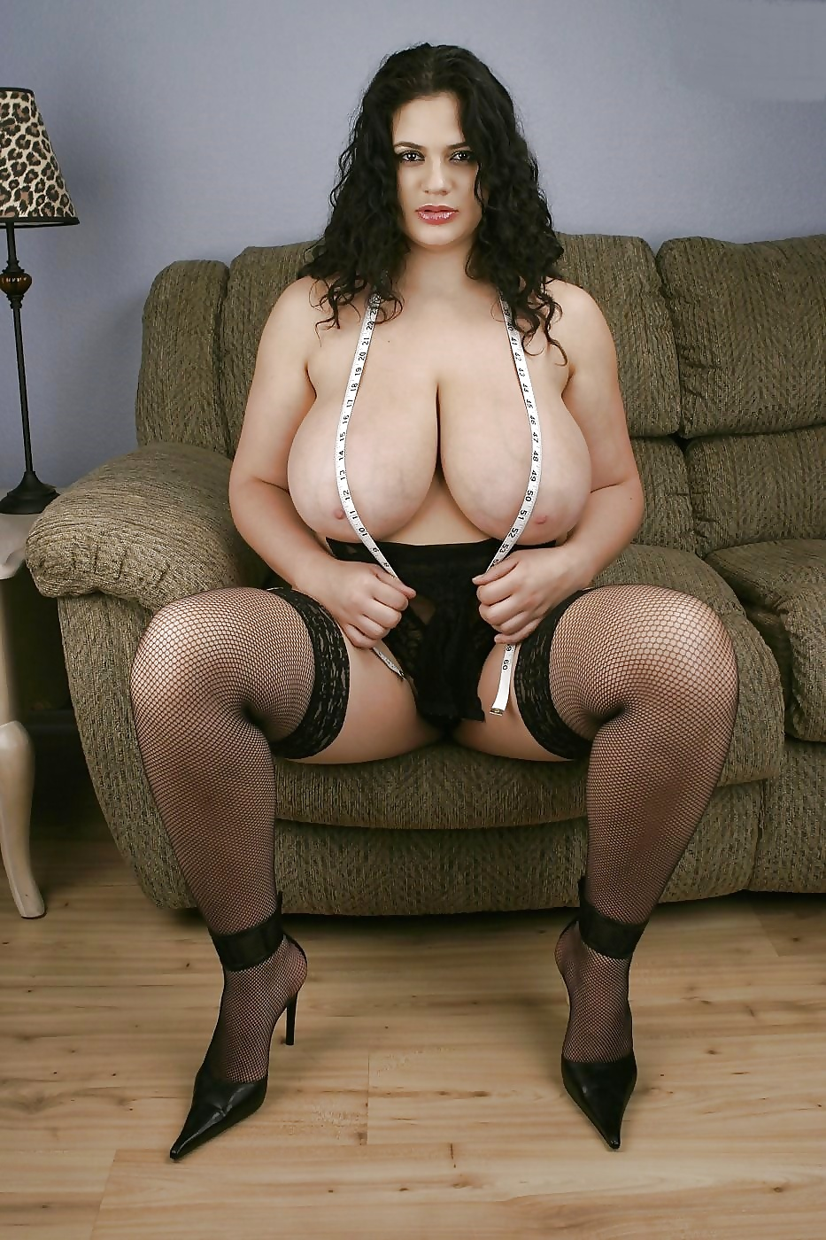 italian-bbw-chubby-pussy-bent