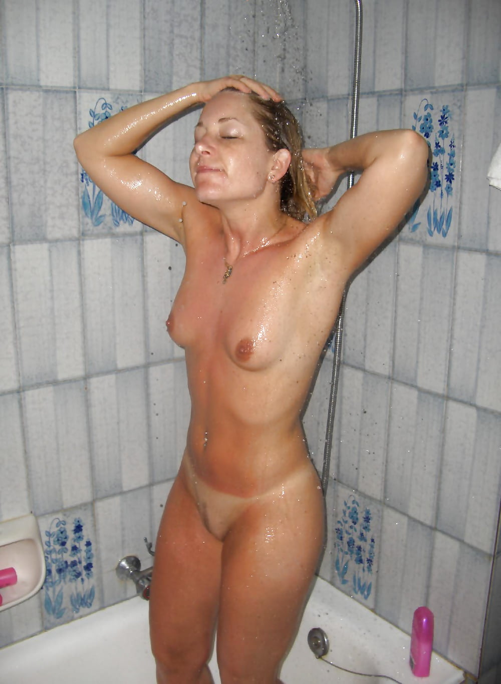 Nude wife shower