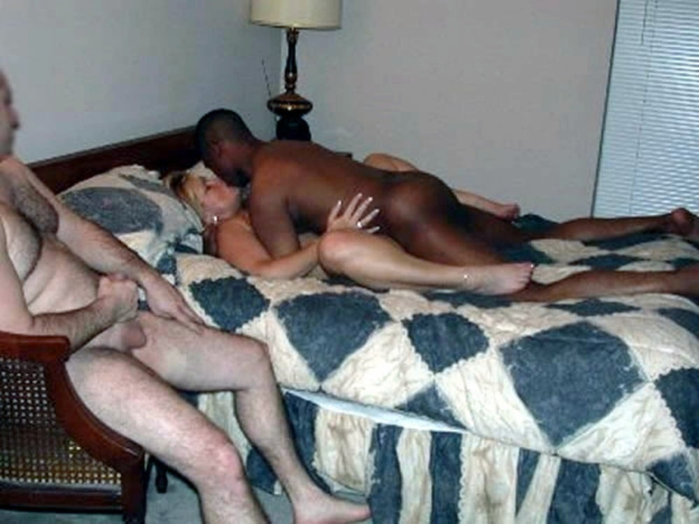 Husbands let friends fuck wife — photo 12