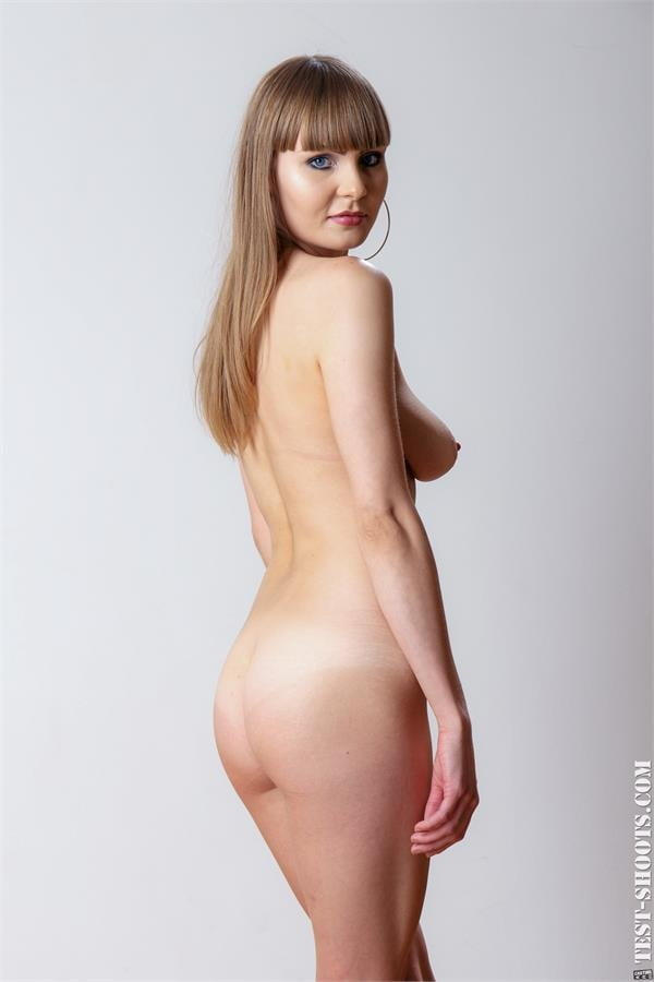 Natalie Russ natural busty Russian babe in xxx casting - 16 Pics