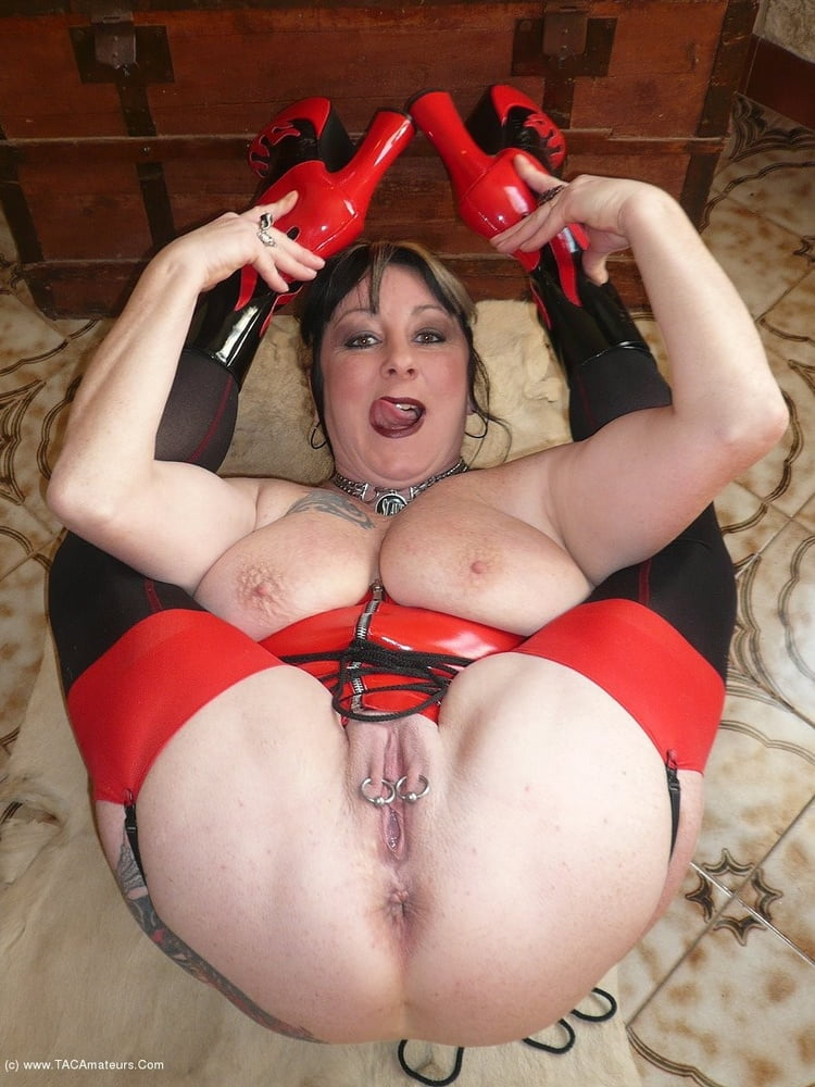 Free amateur older woman nude photos