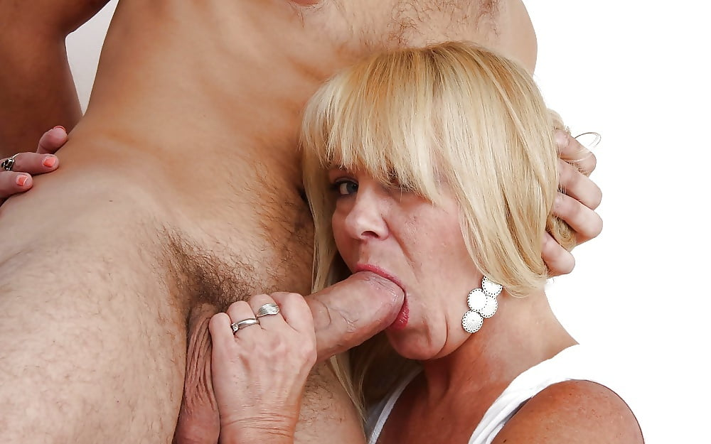Old woman suck fuck — pic 10