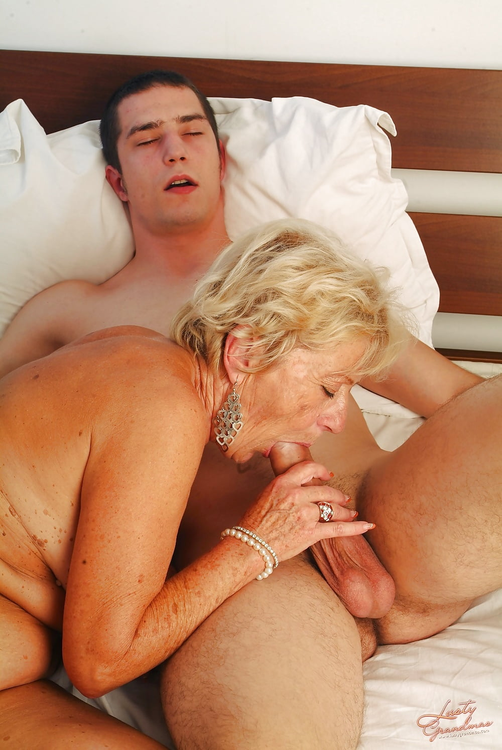 Old ladies boy porn clips