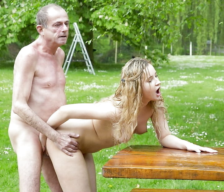 Blond bitch want to fucks me in her garden