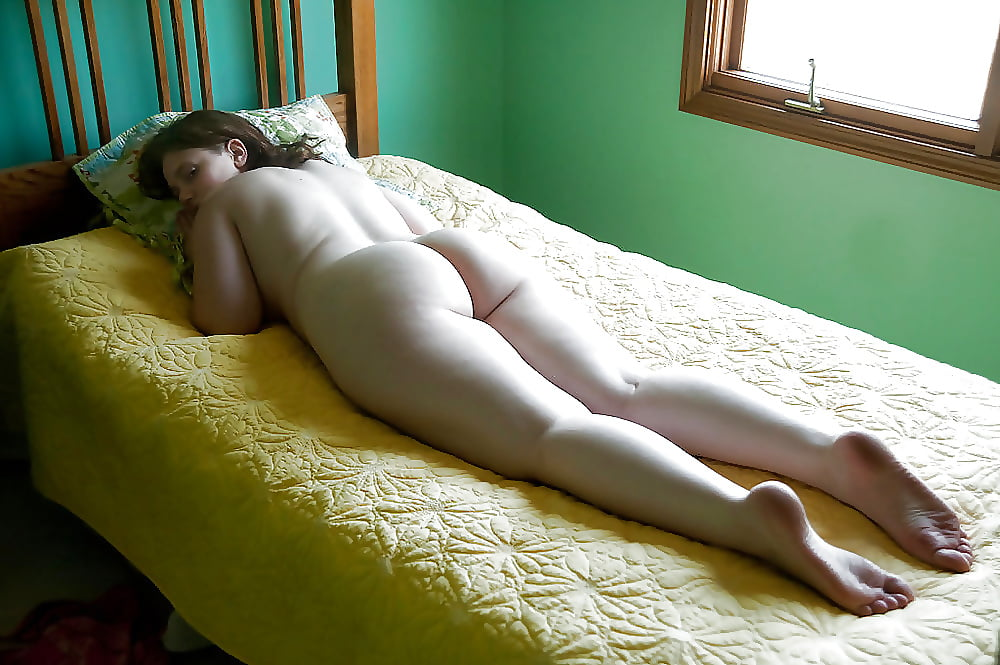 sleeping-girls-bare-bottoms
