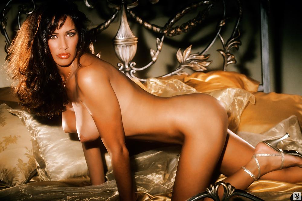 woman-handjob-angela-velez-nude-pic-ass