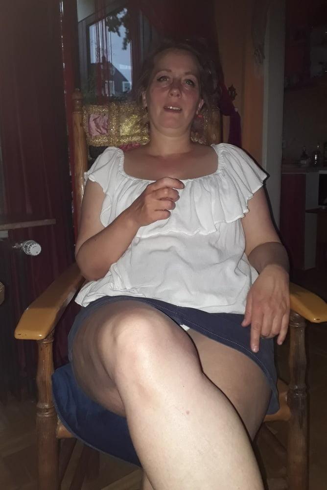 schlampe leg spread