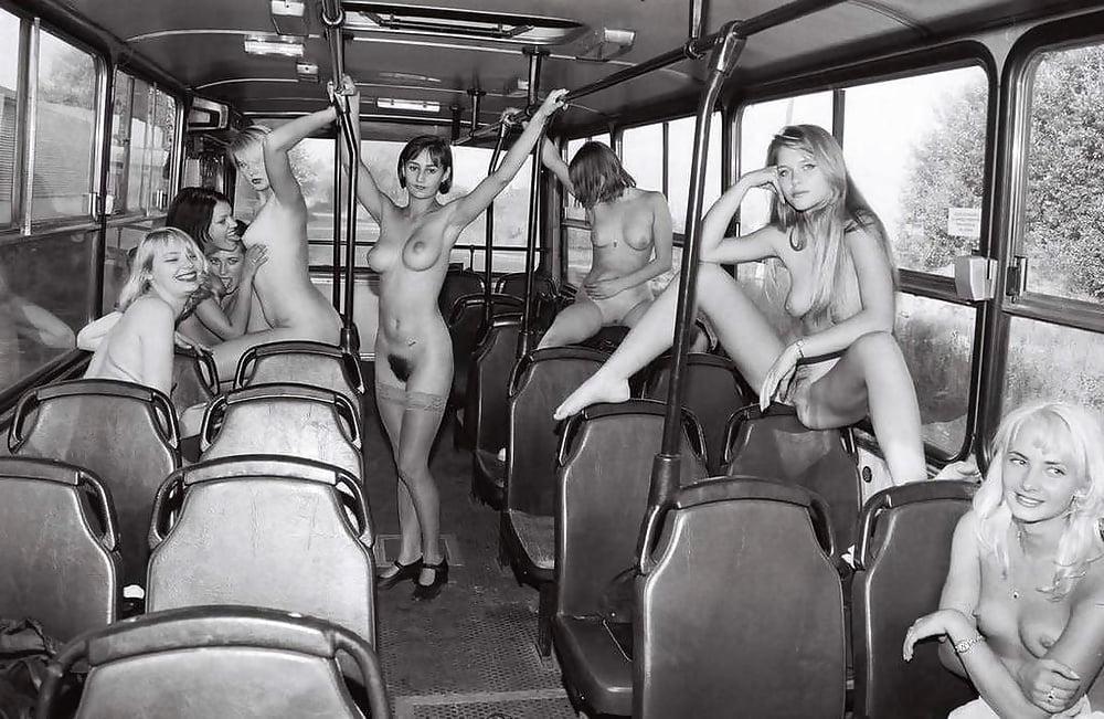 нагота в общественном транспорте лесби
